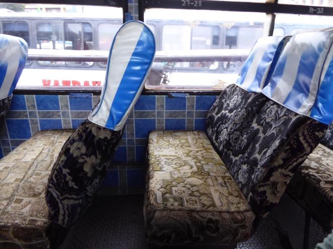 Typischer Bus von innen